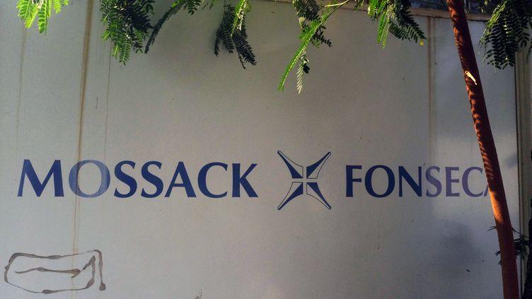Le logo du cabinet d'avocats Mossack Fonseca à Panama City, le 3 avril 2016. (RODRIGO ARANGUA / AFP)
