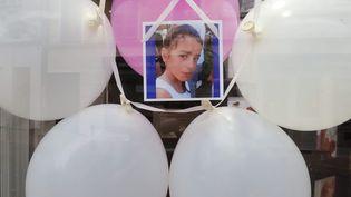 Un hommage à Maëlys, ici pendant ses obsèques célébrées le 2 juin dernier. (MICHEL THOMAS / MAXPPP)