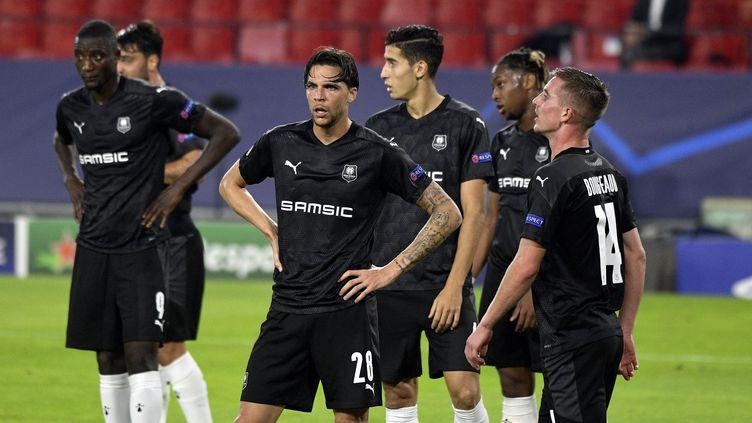 Les joueurs du Stade Rennais lors de la défaite face au FC Séville. (MARC OLLIVIER / MAXPPP)