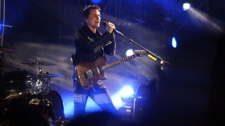 Matthew Bellamy du groupe Muse en concert à Aix-les-Bains en juillet 2015  (CITIZENSIDE / NICOLAS LHOTEL / AFP)