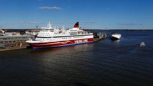 Un ferry de la compagnie Viking Line, à Helsinki (Finlande), le 6 mai 2017. (INTS KALNINS / REUTERS)