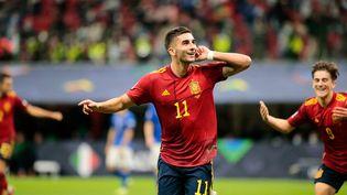 Ferran Torres célèbre son but contre l'Italie en demi-finale de Ligue des nations, le 6 octobre 2021. (NDERIM KACELI / NDERIM KACELI)