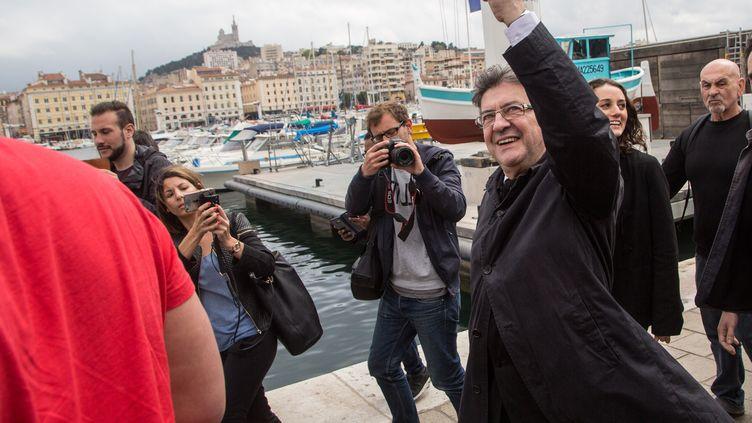 Jean-Luc Mélenchon, candidat aux élections législatives dans les Bouches-du-Rhône, déambule sur le Vieux Port de Marseille, le 11 mai 2017. (IAN HANNING / REA)