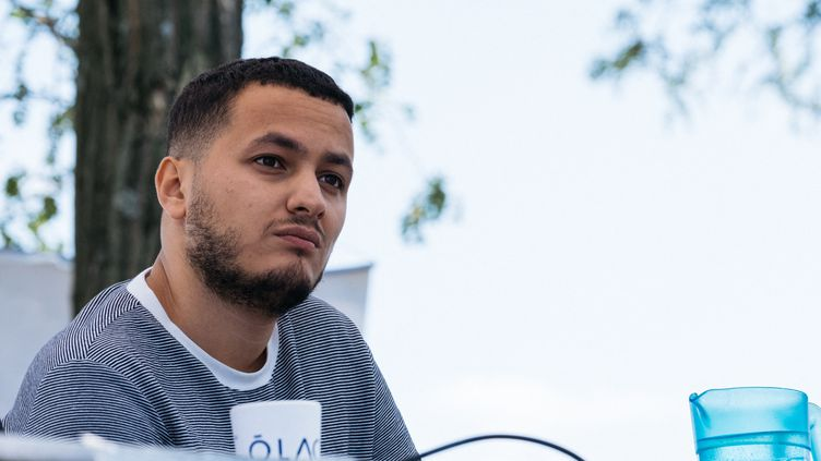 Le journaliste Taha Bouhafslors d'un meeting de La France insoumise, le 17 juillet 2021 à Valence (Drôme). (UGO PADOVANI / HANS LUCAS)