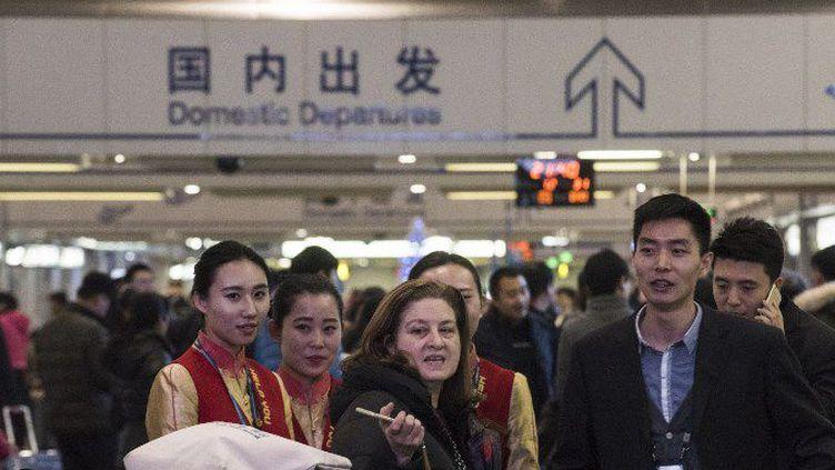 Ursula Gauthier à l'aéroport avant son départ de Pékin le 31 décembre 2015. (FRED DUFOUR / AFP)
