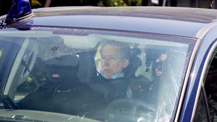 Michel Fourniret photographié le 6 mai 2008, lors de son arrivée au tribunal de Charleville-Mézières (Ardennes). (FRANCOIS NASCIMBENI / AFP)
