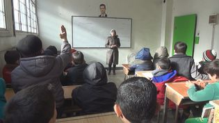 Cours de langue arabe dans une école d'Alep-Est, en Syrie, en janvier 2017. (GILLES GALLINARO / RADIO FRANCE)