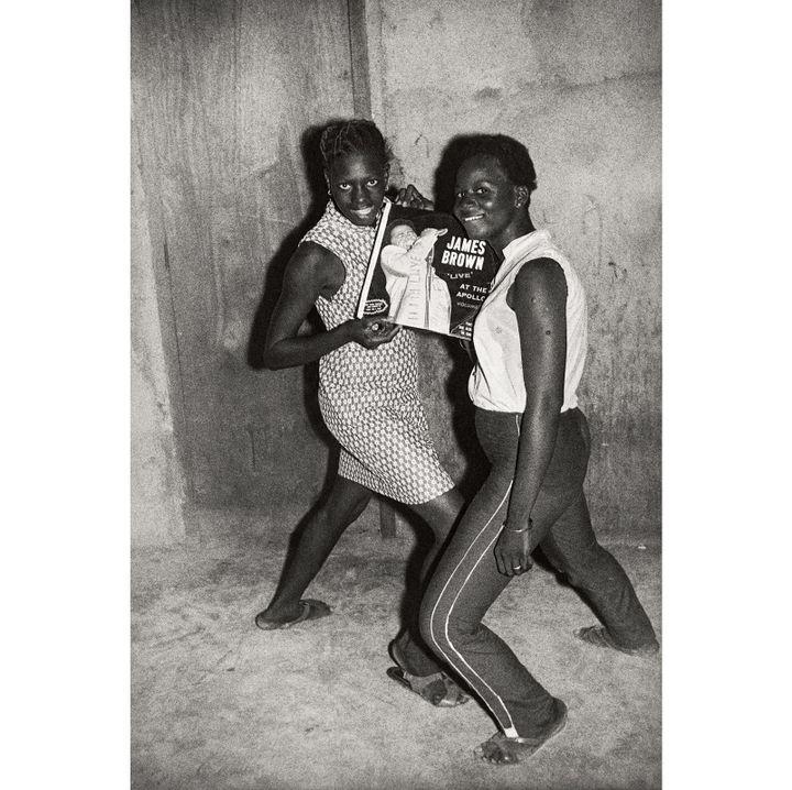 """Malick Sidibé, """"Fans de James Brown"""", 1965, Collection Fondation Cartier pour l'art contemporain, Paris  (Malick Sidibé)"""