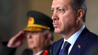 Recep Tayyip Erdogan et les membres du Conseil militaire suprême devant le mausolée d'Atatürk Ankara (Turquie), le 1erAoût 2011 (CEM OKSUZ / A.A./ SIPA)