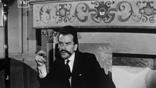L'artiste Georges Mathieu a signé le logo des années 1970 de France 2, alors Antenne 2 et dessiné le côté face de la pièce de dix francs. Oublié un temps, l'un de ses tableaux vient pourtant de se vendre à prix d'or. (france 2)