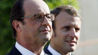 François Hollande et Emmanuel Macron assistent à uneprésentation dans les jardins de l'Elysée, à Paris, le 9 septembre 2014. (PATRICK KOVARIK / AFP)