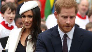 Meghan Markle et son fiancé, le prince Harry, le 12 mars 2018, à la sortie d'une messe à l'abbaye de Westminster, à Londres, à l'occasion de la journée du Commonwealth. (DANIEL LEAL-OLIVAS / AFP)