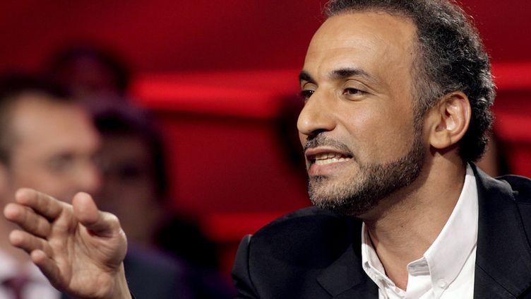 Tariq Ramadan lors d'un débat à la télévision suisse, le 8 mai 2007. (MAXPPP)