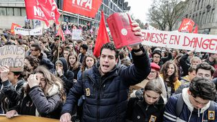 Une manifestation pour protester contre le projet de réforme du Code du travail, le 9 mars 2016 à Bordeaux (Gironde). (MAXPPP)