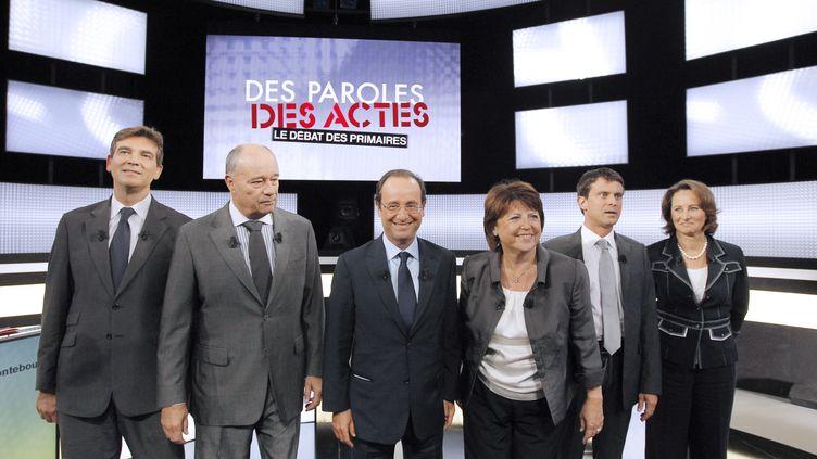 Les candidats à la primaire socialiste de 2011, le 15 septembre 2011 avant le premier débat, sur France 2. (PATRICK KOVARIK / AFP)