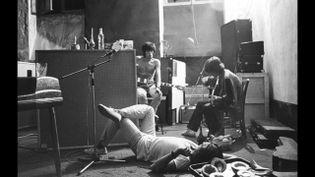 Les Rolling Stones dans les caves de la villa Nellcôte en 1971. (CAPTURE D'ÉCRAN REPORTAGE FRANCE 3 COTE D'AZUR)