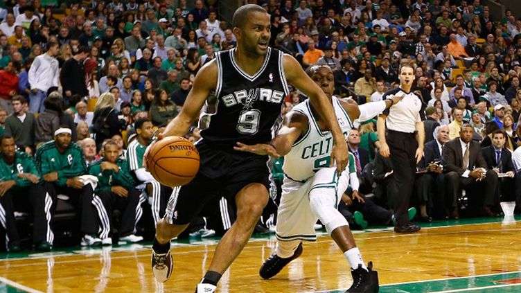 Tony Parker guide les Spurs à la victoire (JARED WICKERHAM / GETTY IMAGES NORTH AMERICA)