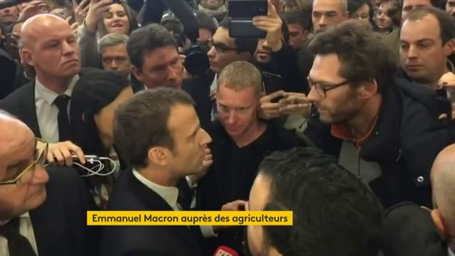 """VIDEO. Sur le glyphosate, """"j'aurai à répondre"""" : le vif échange entre Emmanuel Macron et un agriculteur au Salon de l'agriculture"""