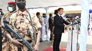 Emmanuel Macron aux obsèques du président tchadien Idriss Déby (23 avril 2021). (ISSOUF SANOGO / AFP)