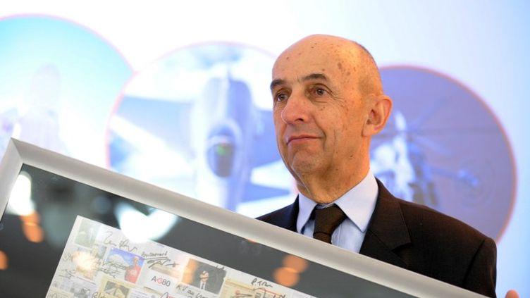 Louis Gallois, en conférence de presse, présente les résultats du géant aérospatial EADS, dont il était PDG, le 8 mars 2012, à Paris. (ERIC PIERMONT / AFP)