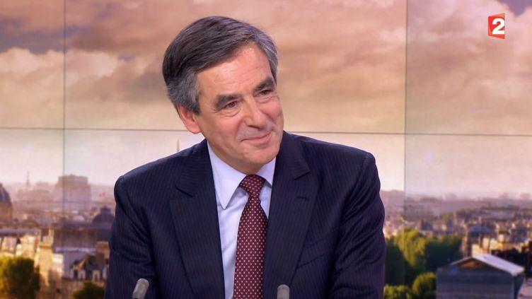 Capture d'écran montrant le François Fillon, candidat à la primaire des Républicains, sur le plateau du du journal de 20 heures de France 2, le 17 septembre 2015 ( FRANCE 2)