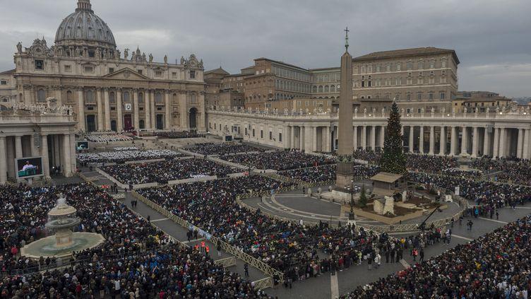 La place Saint-Pierre, au Vatican, le 8 décembre 2015. (ANTONIO MASIELLO / NURPHOTO / AFP)