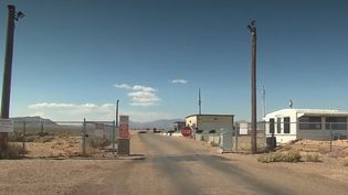 Dans le désert du Nevada, la zone 51 est l'une des bases les plus secrètes de l'armée américaine. Un appel a été lancé sur Facebook pour prendre d'assault le site qui alimente tous les fantasmes. (FRANCE 2)