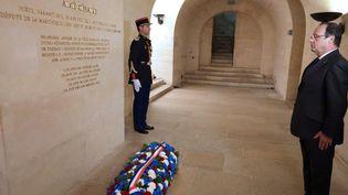 Le président François Hollande rend hommage à Aimé Césaire au Panthéon, à l'occasion du centenaire de sa naissance (26 juin 2013)  (Philippe Wojazer / Pool / AFP)