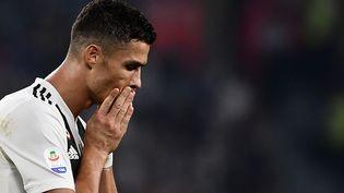 Cristiano Ronaldo lors d'un match à Turin le 29 septembre 2018. Le footballeur est accusé du viol d'une femme en 2009. (MARCO BERTORELLO / AFP)
