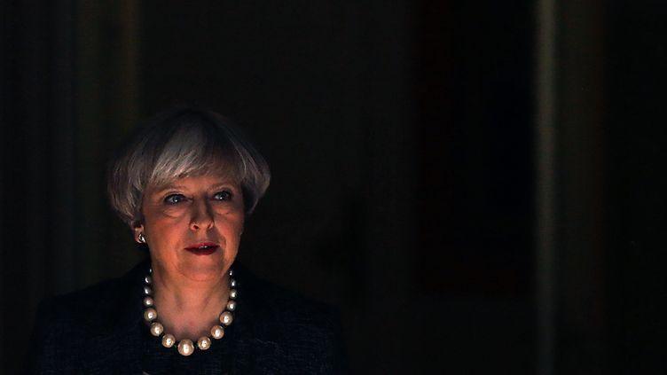 Theresa May quittant le 10, Downing Street, résidence des Premiers ministres britanniques à Londres, le 25 mai 2017. (DANIEL LEAL-OLIVAS / AFP)