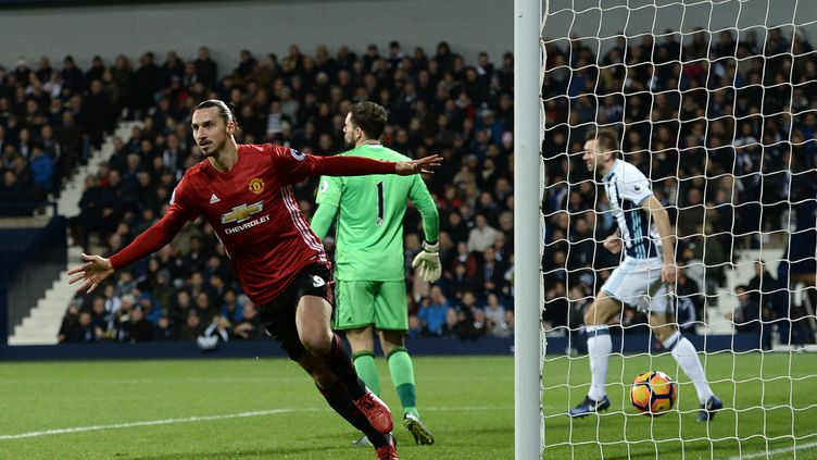 Zlatan Ibrahimovic a signé un doublé pour Manchester United face à West Bromwich (OLI SCARFF / AFP)
