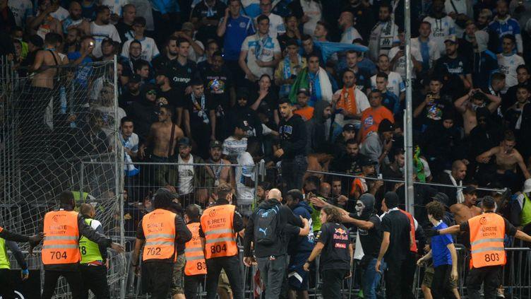 Les supporters marseillais lors de la rencontre Angers-OM, le 22 septembre 2021. (JEAN-FRANCOIS MONIER / AFP)