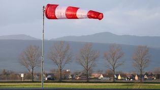 Un manche à air sur l'autoroute A35 en Alsace, illustration. (JEAN-MARC LOOS / MAXPPP)