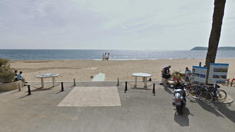 Une jeune garçon a secouru deux hommes qui risquaient la noyade sur la plage du Débarquement, à La Croix-Valmer (Var), le 21 août 2018. (Photo d'illustration) (GOOGLE MAPS)