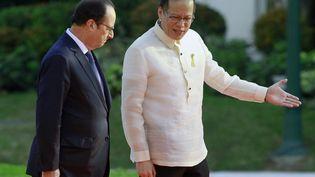 François Hollande et le président philippin Benigno Aquino, à Manille (Philippines), le 26 février 2015. (ROMEO RANOCO / REUTERS)