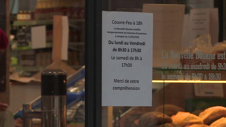 Le couvre-feu avancé à 18 heures, un casse-tête pour les commerces et leurs clients. (France 3 Alsace / C. Huber)
