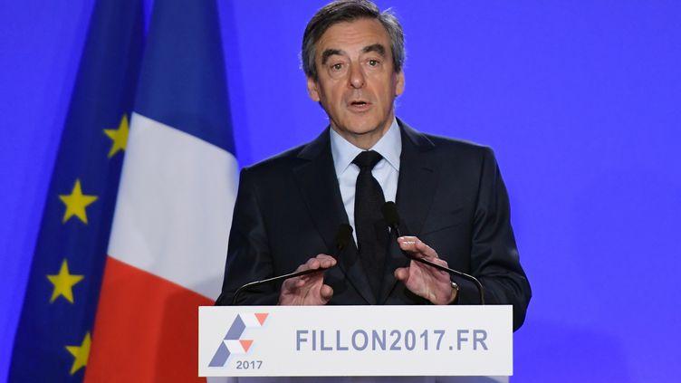 François Fillon a annoncé, mercredi 1er mars depuis son QG de campagne à Paris, le maintien de sa candidature.    (CHRISTOPHE ARCHAMBAULT / AFP )