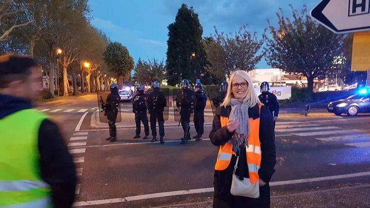 """Carole Lecouvez lors d'une manifestation de """"gilets jaunes"""" à Lille. (CAROLE LECOUVEZ)"""