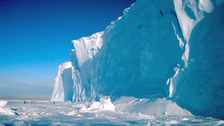 (La fonte des glaciers està 70% causée par des émissions de gaz à effet de serre d'origine anthropique (ici en Antarctique) © MaxPPP)