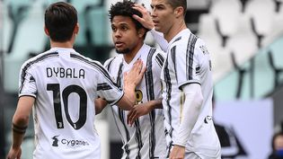 Paulo Dybala, Weston McKennie et Cristiano Ronaldo à la Juventus de Turin, le 11 avril 2021.  (MARCO BERTORELLO / AFP)