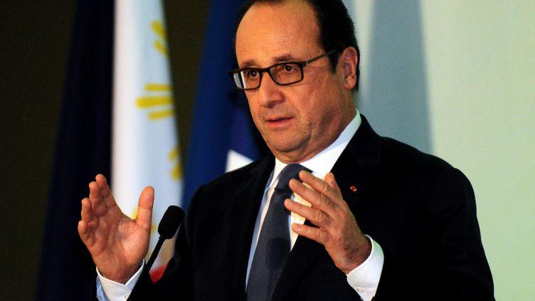 Le président français, François Hollande, prononce un discours consacré au réchauffement climatique au Musée national, à Manille (Philippines), le 26 février 2015. (JAY DIRECTO / AFP)