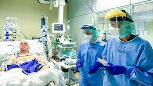Des soignants à l'hopital de Bergame, le 3 avril 2020. (PIERO CRUCIATTI / AFP)