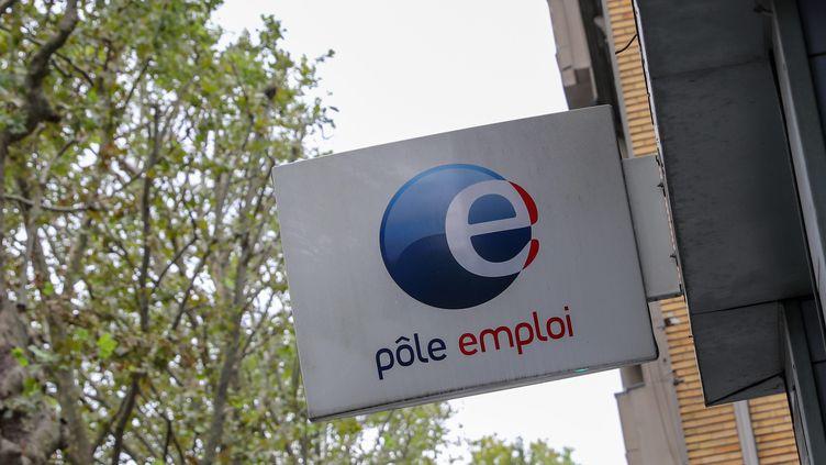 Le logo de Pôle emploi à Lille (Nord), le 26 août 2020. (THIERRY THOREL / MAXPPP)