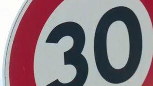 Panneau de limitation à 30 km/h (FRANCE 3)
