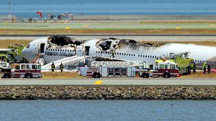 Le Boeing 777 d'Asiana Airlines après son crash sur la piste d'atterrissage de l'aéroport international de San Francisco, le 6 juillet 2013. (JOSH EDELSON / AFP)