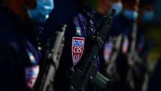 """Une """"Force d'appui rapide"""" composée de """"super-CRS"""" va être créée pour faire face aux troubles les plus graves (illustration). (MARTIN BUREAU / AFP)"""