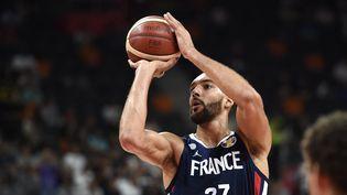 Le pivot français Rudy Gobert lors de la rencontre contre les Etats-Unis, en quarts de finale de la Coupe du monde, le 11 septembre 2019. (YE AUNG THU / AFP)