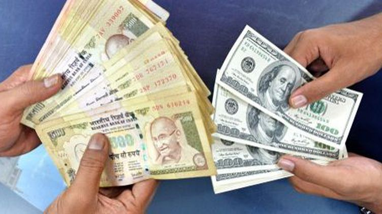 La roupie indienne a perdu 25% de sa valeur face au dollar. (MANJUNATH KIRAN)