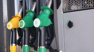 Selon la CLCV, le plein de carburant pour un petit véhicule a augmenté de 10 euros en un an. (RADIO FRANCE / STEPHANIE BERLU)