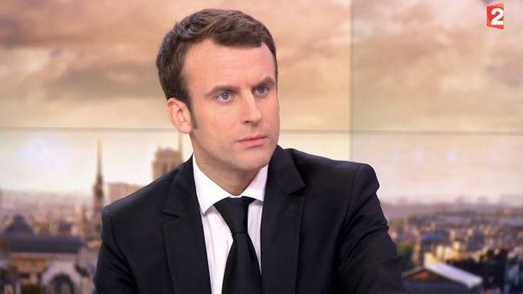 Le ministre de l'Economie, Emmanuel Macroninvité du journal de 20 heures de France 2, le 17 février 2015 (FRANCE 2  / AFP)